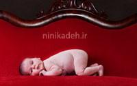 خواب کودک روی مبل